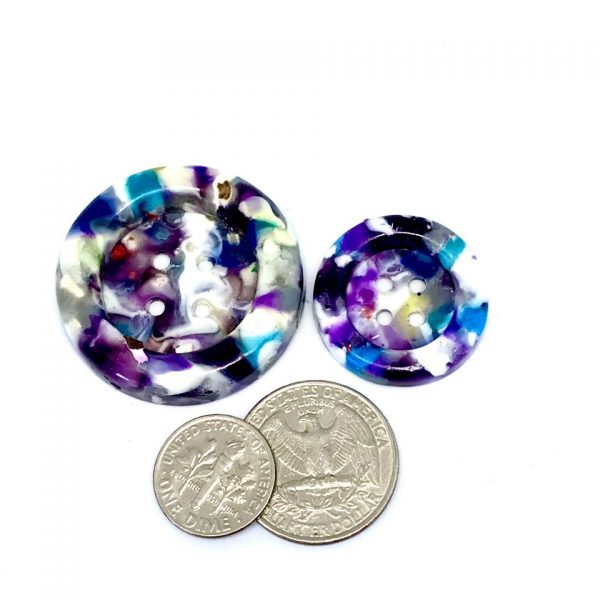 2 sizes purple speckled buttons.